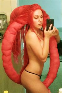 Jacqueline Goehner taking a selfie