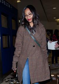 Zoe Saldana arrives at Los Angeles International Airport (05.02.2013)