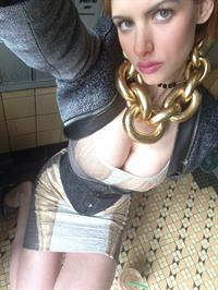 Gabi Grecko taking a selfie