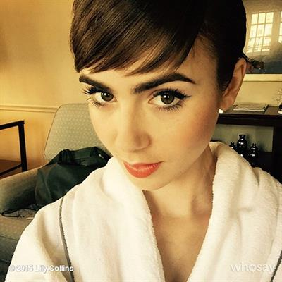 Lily Collins taking a selfie