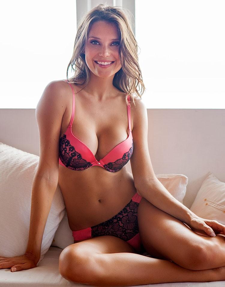 Julia Pereira in lingerie