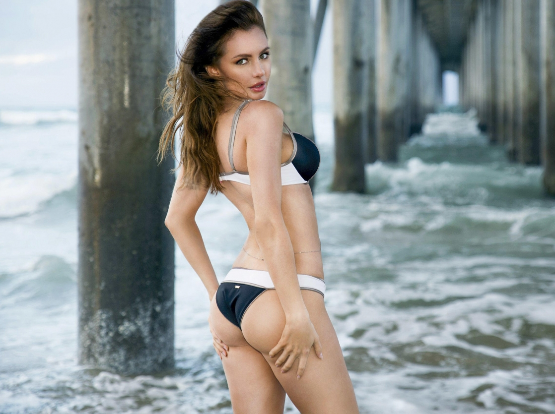 Yuliya Lasmovich in a bikini - ass