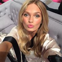 Romee Strijd taking a selfie