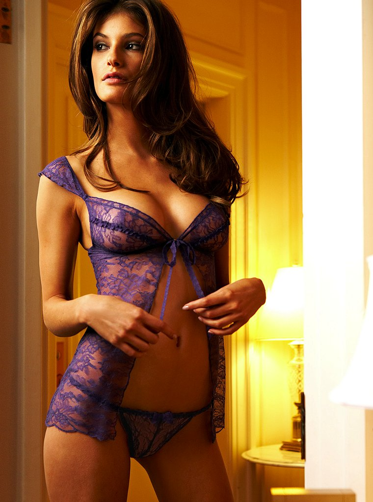 Caroline Francischini in lingerie