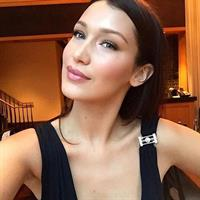 Bella Hadid taking a selfie