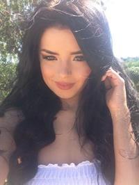 Demi Rose Mawby taking a selfie