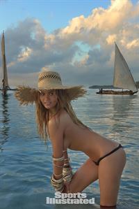 Chrissy Teigen Pictures