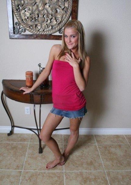 Amateur girlfriend McKenzee Miles slowly strips all her clothes № 718444 без смс