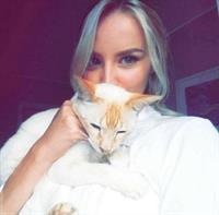 Jessica Stepanova taking a selfie