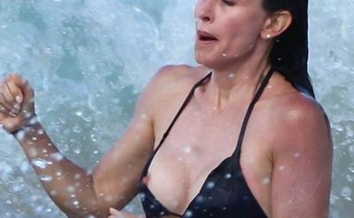 Courteney Cox - breasts