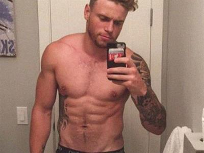 Gus Kenworthy taking a selfie