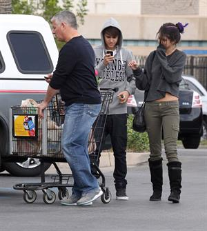 Selena Gomez shopping in Encino on January 14, 2012