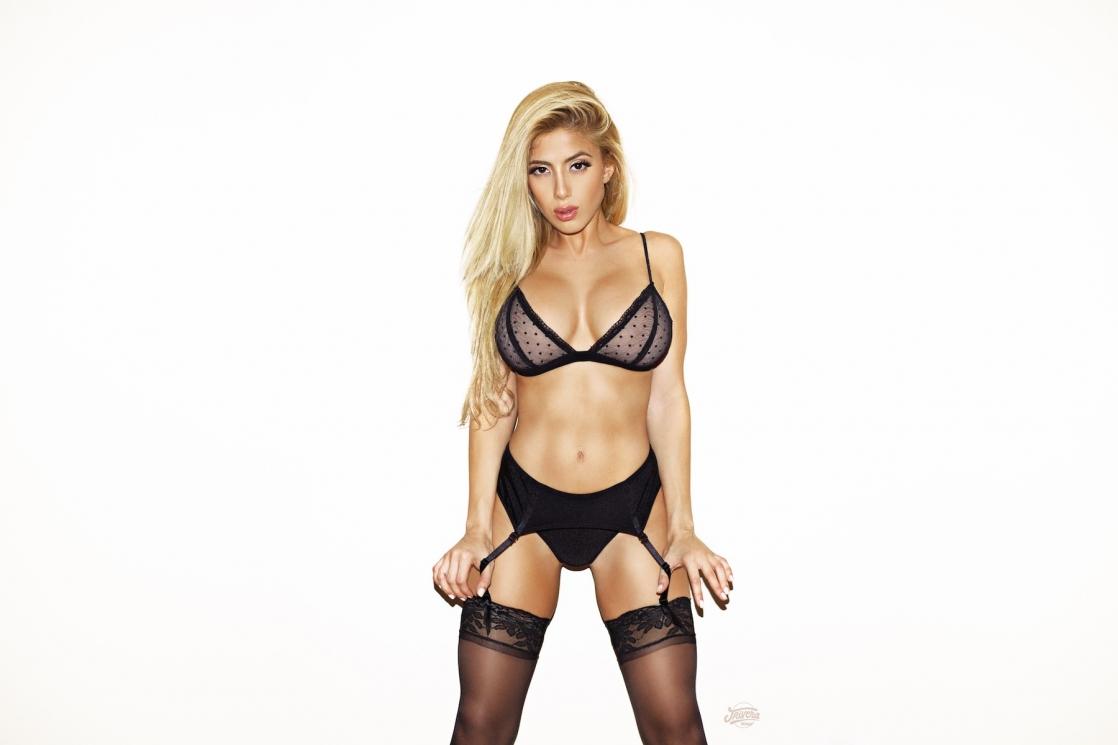 Valeria Orsini in lingerie