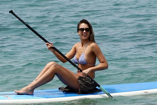 Jessica Alba paddling board