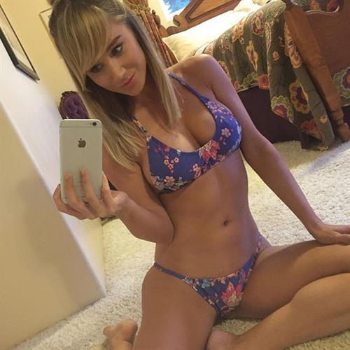 Sara Jean Underwood in a bikini taking a selfie