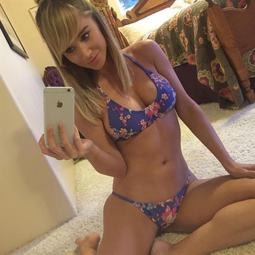 Sara Jean Underwood in a bikini taking a selfie