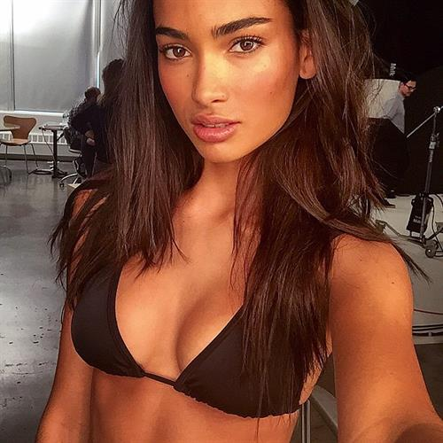 Kelly Gale in a bikini taking a selfie