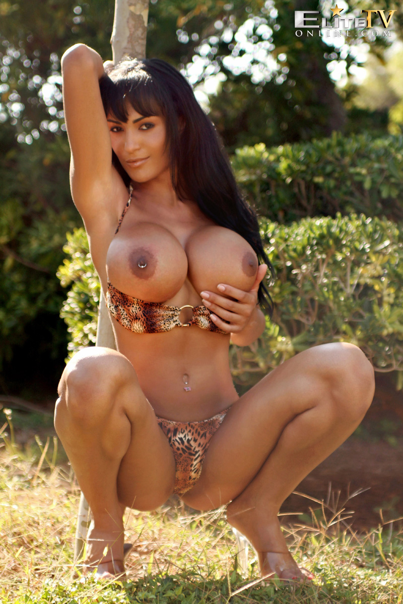 voluptuous young women nude