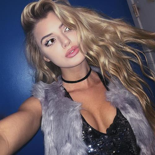 Alissa Violet taking a selfie