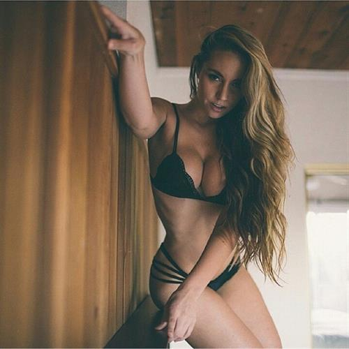 Sydney A Maler in lingerie