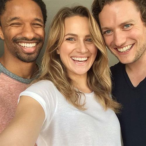 Shantel Vansanten taking a selfie