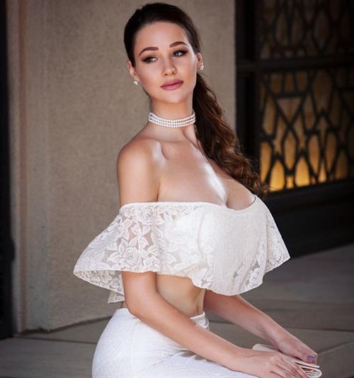 Alina Lewis