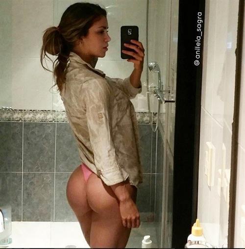 Anllela Sagra taking a selfie and - ass