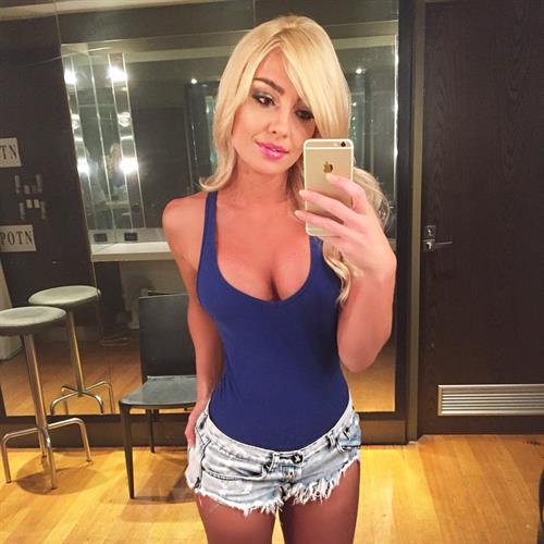 Brooke Evers taking a selfie
