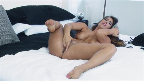 Eva Lovia 9