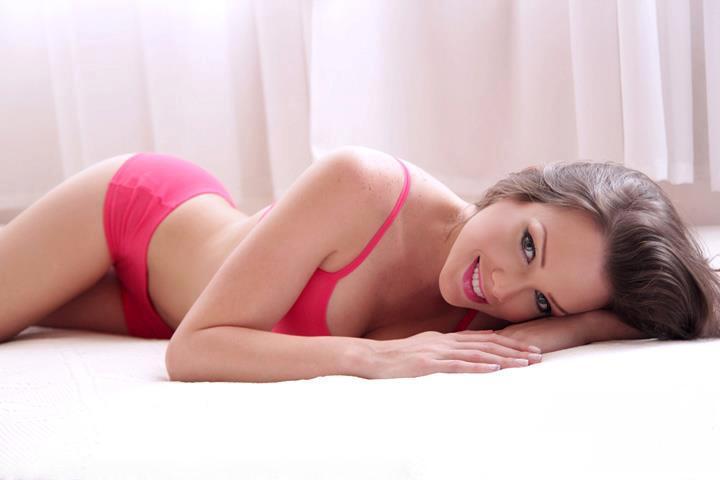 Flory Diez in lingerie