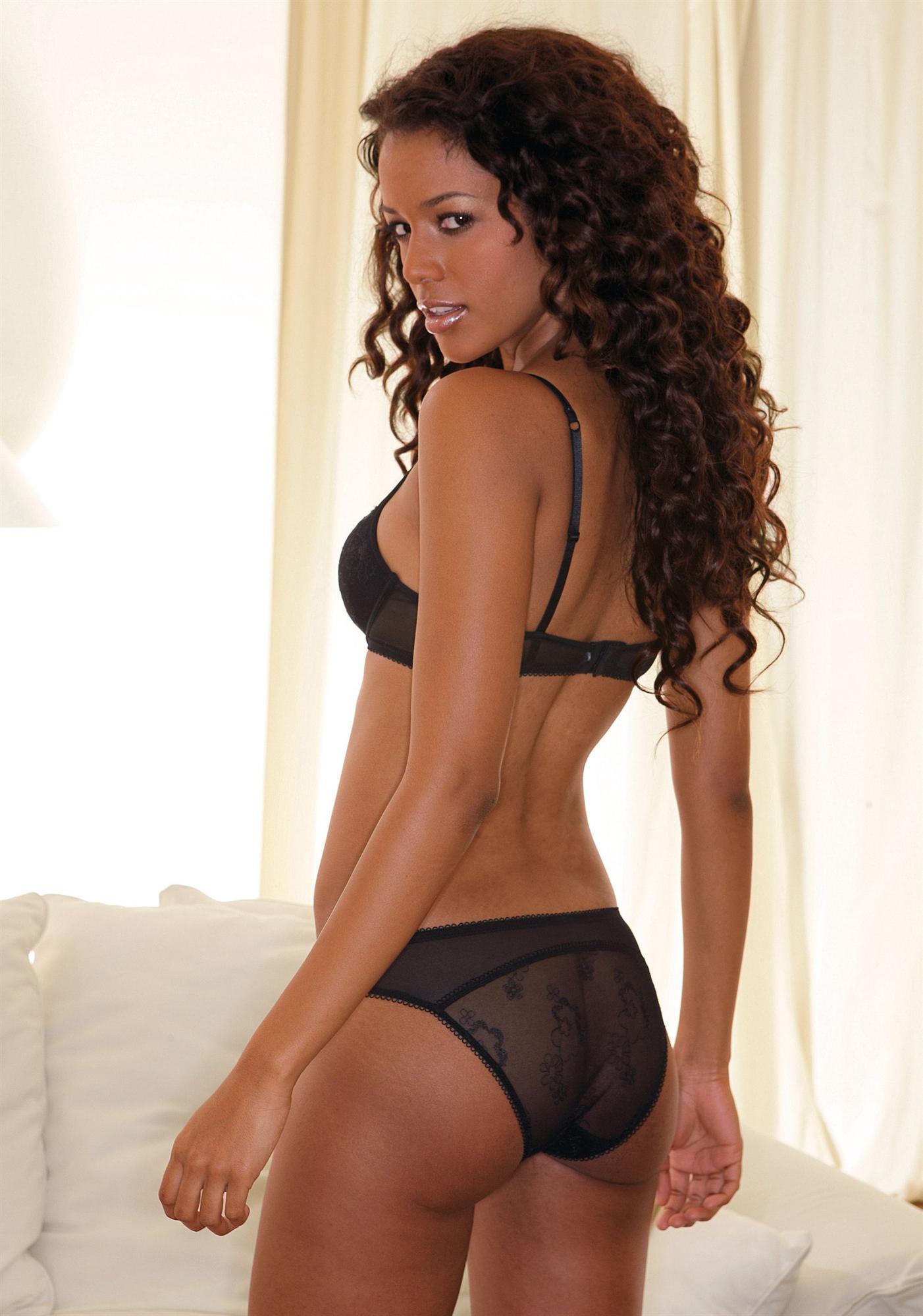 Vanessa Fonseca in lingerie - ass