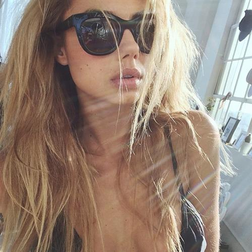 Sahara Ray taking a selfie