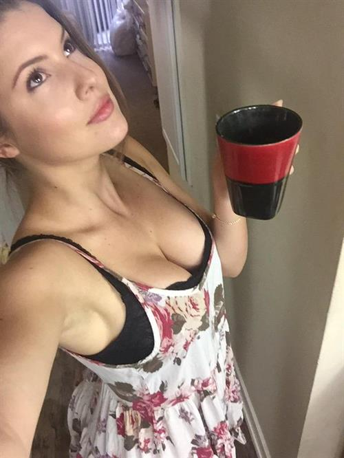 Amanda Cerny taking a selfie