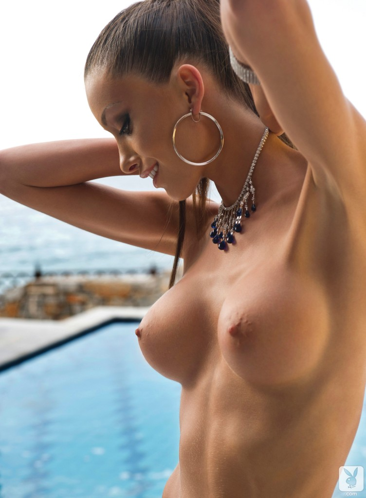 naked-girls-of-greece-shower-fkk