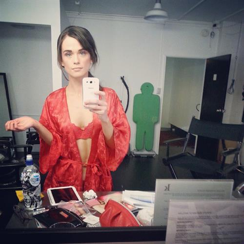 Gwendoline Taylor in lingerie taking a selfie