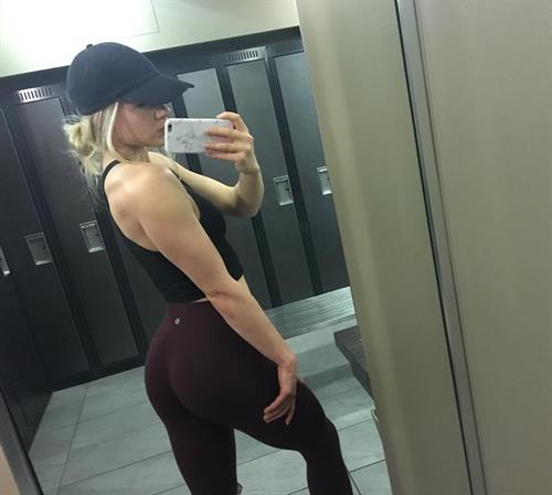 Amanda Bennett taking a selfie
