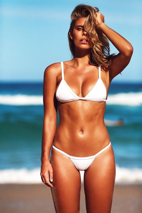 ebony-free-daily-bikini-pics-prada-showing
