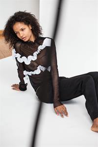 Ariela Oliveira - breasts