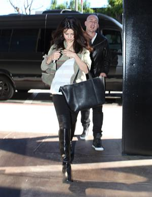 Selena Gomez leaving the ER in Los Angeles November 19, 2012
