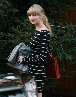 Taylor Swift visiting a friend in Brentwood January 8, 2013
