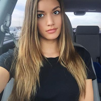Vanessa Hanson taking a selfie