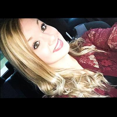 Mariah Alexis taking a selfie