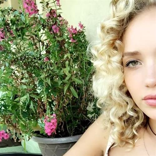 Allie Silva taking a selfie