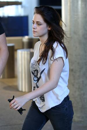 Kristen Stewart – Los Angeles airport arrival 10/4/13