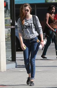 Kristen Stewart walking in Los Angeles - June 13, 2013