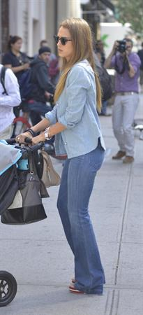 Jessica Alba – candids at Central Park Zoo, NY 9/9/13