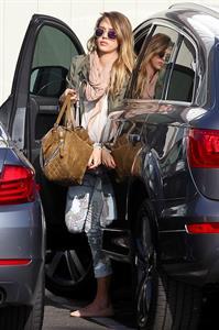 Jessica Alba - Spotted in Santa Monica (04.02.2013)