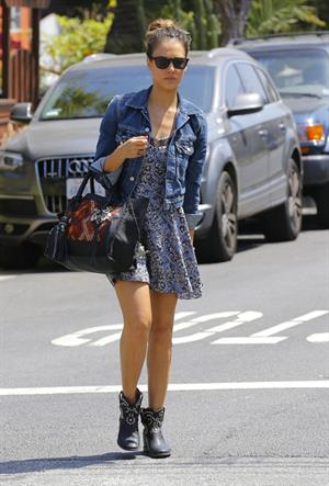 Jessica Alba heads to a private home in Santa Monica on May 31, 2013