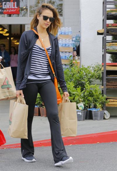 Jessica Alba - Running errands in Los Angeles (16.05.2013)