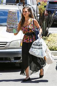 Jessica Alba - Running errands in Los Angeles